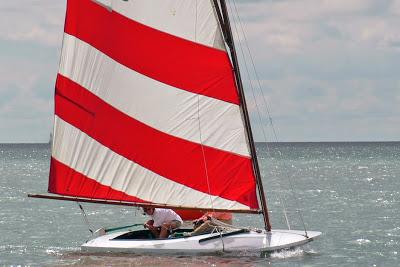 Lark_w_redwhite_sail