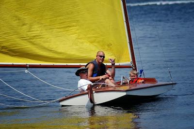 Lark_w_yellow_sail2